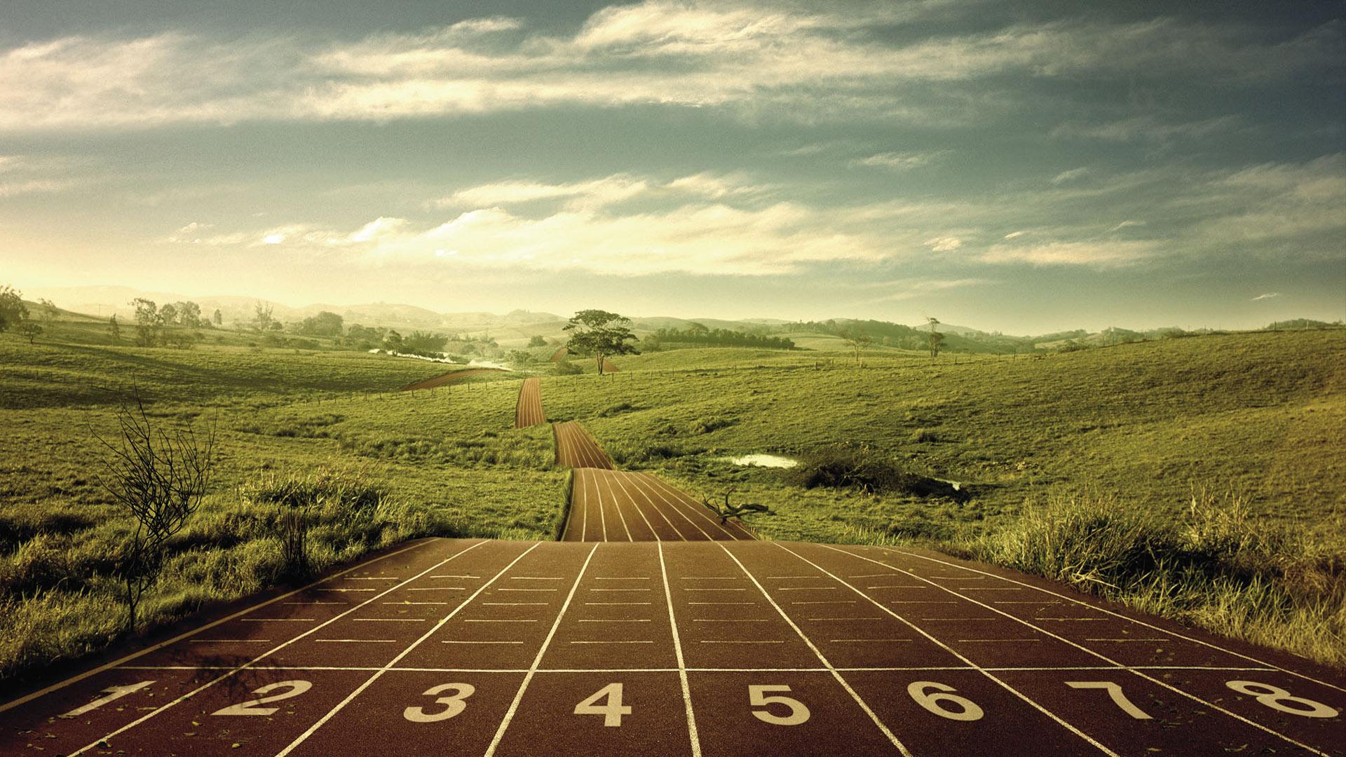 free-wallpapers-racing-track-in-green-fields-wallpaper